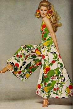 Vintage Fashion Jumpsuit by Adele Simpson (late cotton ad) - Moda Fashion, 1960s Fashion, Vintage Fashion, Flower Fashion, Fashion 2020, Fashion Fashion, Winter Fashion, Fashion Trends, Retro Mode