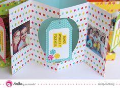 Interior Mini album en forma de estrella desplegado hecho con papeles de scrapbook