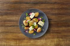Baked potatoes with Castello Creamy Blue and watercress - Castello USA Roasted Potato Salads, Roasted Potatoes, Side Dishes For Salmon, Blue Cheese Recipes, Potato Frittata, Vegan Starters, Baked Potato Recipes, Toasted Pumpkin Seeds, Cheese Lover