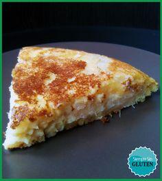 Hoy me he atrevido con esta receta latinoamericana, una forma diferente de preparar tortilla ¡y además sin huevo!. La yuca, también conocida como mandioca o tapioca, es un tubérculo similar a la pa...