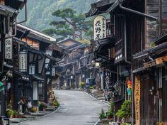 Дорога между двумя городками-заставами, которые сохранились еще с тех времён, когда Японией правили сегуны.