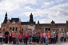 În jur de o sută de copii şi adulţi – părinţi, muzicieni – s-au adunat joi, 25 mai, în Piaţa Unirii din Oradea pentru un flashmob inedit, organizat de Caritas Catolica Oradea, în scopul de a promova acel spirit şi acele valori omeneşti, care stau la baza festivalului organizaţiilor caritabile, SociONGFest, care va avea loc luni, 29 mai între orele 13–17, în aceeaşi locaţie.