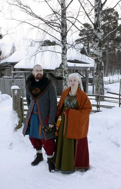 Viking clothes for winter; 2 woolen dresses, a woolen coat, a woolen shawl (wrap) and woolen socks with sturdy boots. Mittens and something on the head is important to keep the warmth. Viking Dress, Viking Costume, Medieval Costume, Norse Clothing, Clothing And Textile, Viking Life, Viking Woman, Medieval Life, Historical Women