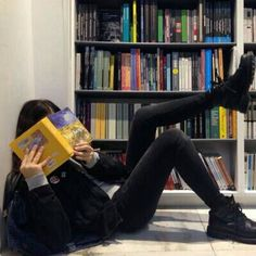 Read from the story ulzzang by hopeordope (billie) with reads. Tumblr Photography, Photography Poses, Photography Classes, Newborn Photography, Amazing Photography, Shotting Photo, Mode Grunge, Tumblr Girls, Aesthetic Girl