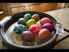 Using Rubber Bands To Dye And Decorate Easter Eggs