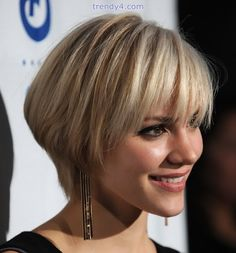 Bob hairstyles with bangs make you different than all the modern girls and women. Bob hairstyles with bangs are different than all the Bob hair styles. Popular Short Hairstyles, Short Hairstyles For Thick Hair, Layered Bob Hairstyles, Short Hair With Layers, 2015 Hairstyles, Short Hair Cuts For Women, Cool Hairstyles, Hairstyle Short, Hairstyle Ideas