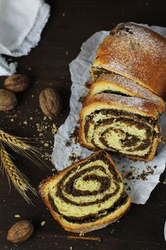 E printre cozonacii mei preferati, cu multa nuca, pufos si delicios. Babka Recipe, Romanian Desserts, Romanian Food, Bread Bun, Exotic Food, Sweet Cakes, Easter Recipes, Sweet Bread, Sweets