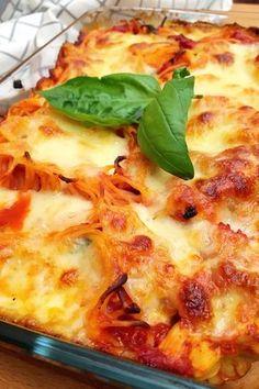 Rakott csirkés tészta – VIDEÓVAL! | GastroHobbi Lasagna, Food And Drink, Sweets, Healthy Recipes, Ethnic Recipes, Foods, Diet, Food Food, Food Items