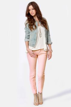 Quicksilver Tama Crop Peach Polka Dot Skinny Jeans In beyond perfect condition! Made of cotton spandex that makes these jeans have the perfect fit! These jeans are truly outstanding and a fashionista closet must-have! Peach Jeans, Pink Skinny Jeans, Skinny Pants, Jean Outfits, Casual Outfits, Cute Outfits, Colored Jeans Outfits, Colored Pants, Rosa Jeans