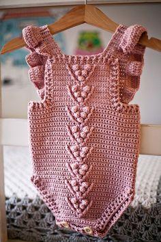 crochet Berry Romper easy pattern - easy crochet romper pattern for beginners Crochet Romper, Baby Girl Crochet, Newborn Crochet, Crochet For Kids, Knit Crochet, Easy Crochet, Knitted Baby Romper, Crochet Baby Stuff, Free Crochet
