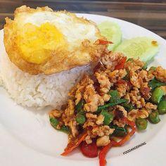 🔰Mae Sri Ruen (แม่ศรีเรือน) 📌at Crystal Park (คริสตัล พาร์ค เลียบทางด่วนรามอินทรา) 🍴Spicy Fried Chicken with Basil Leaves + Fried Egg (ข้าวผัดกระเพาไก่ไข่ดาว) 💰95 Baht. 🌟Rate: 4/5 🕙Open Daily 11.00-21.00 📷Share your food ▶ #foodanddining
