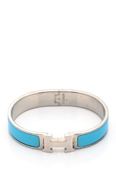 Want California casual chic style in your life? HauteLook has you covered. Hermes Jewelry, Hermes Bracelet, Jewelry Art, Jewelery, Vintage Jewelry, Jewelry Accessories, Fashion Accessories, Blue Fashion, Women's Fashion