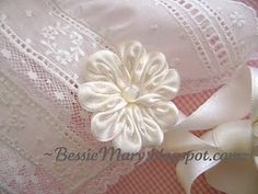 Wonderful Ribbon Embroidery Flowers by Hand Ideas. Enchanting Ribbon Embroidery Flowers by Hand Ideas. Ribbon Rosettes, Ribbon Art, Fabric Ribbon, Ribbon Crafts, Flower Crafts, Fabric Crafts, Sewing Crafts, Ribbons, Diy Ribbon