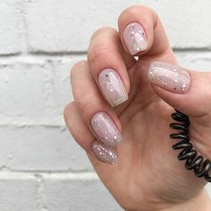 Fabelhafte winter nail art ideen art fabelhafte ideen nail winter alexandra beth on nails in the uber do you like my new shape 1 or 2 nails Minimalist Nails, Minimalist Fashion, Winter Nail Art, Winter Nails, Summer Nails, Winter Art, Bridal Nails, Wedding Nails, Nail Art Designs