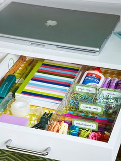 Keep a desk drawer tidy with clear organizing trays and colorful labels. Free Lables: http://www.bhg.com/decorating/storage/organization-basics/free-printable-storage-labels/#page=12