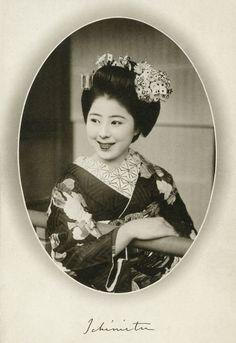 Maiko (apprentice geisha) Ichimitu (or Ichimitsu) of the Ponto-cho geisha district in Kyoto. 1939, Japan. Text and image via Blue Ruin 1 on Flickr
