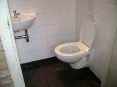 Toilet in kleine wc ruimte badkamer idee n pinterest toiletten - Wc kleine ruimte ...