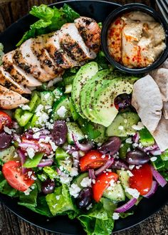 Mediterranean Grilled Chicken Salad - the perfect summer salad full of Mediterranean flavors! Marinated Greek chicken with an extremely delicious salad! busy moms, healthy moms, healthy food, health and fitness, healthy tips Grilled Chicken Salad, Chicken Salad Recipes, Marinated Chicken, Clean Eating, Healthy Eating, Healthy Food, Mediterranean Diet Recipes, Mediterranean Chicken, Mediterranean Diet Breakfast