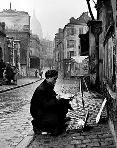 onlyoldphotography:  Ed Clark: Young artist paints Sacre-Coeur from the ancient Rue Narvins. Paris, France, 1946
