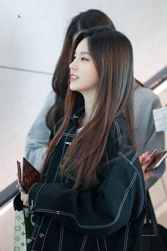 Kpop Fashion, Korean Fashion, Korean Airport Fashion, Asian Woman, Asian Girl, Kpop Outfits, Ulzzang Girl, Girl Crushes, Kpop Girls