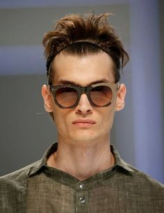 Are you looking for the hottest eyewear trends that are presented to both men and women for the next year? Choosing fashionable and stylish clothes to Male Fashion Trends, Latest Mens Fashion, Men Fashion, Moda Barcelona, Eyewear Trends, Barcelona Fashion, Stylish Outfits, Stylish Clothes, Men Eyeglasses