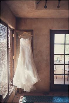 Le Haut Desert Aerie Wedding by Sun and Sparrow Photography // see more on lemagnifiqueblog.com