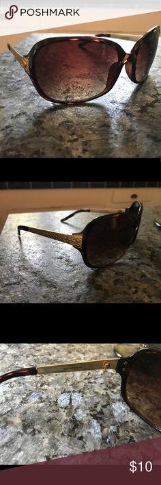 Oscar de la Renta sunglasses Lightly worn Oscar de la Renta sunglasses, brown and gold Oscar de la Renta Accessories Sunglasses