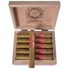 Capa Flor Robusto caja con 20 puros hechos a mano.  Capa flor Robusto box w/20 cigars handmade. Little Plants, Santa Clara, Family Traditions, Connecticut, Cigars, The Cure, Mexican, Flower, Full Figured