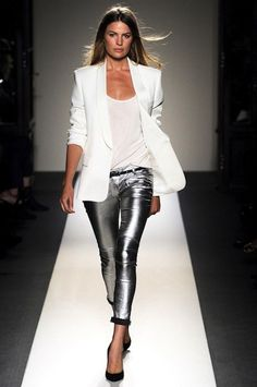 -I want pretty: LOOK- Saco blanco otoño-invierno / White blazer for fall-winter. I want pretty: LOOK- Saco blanco otoño-invierno / White blazer for fall-winter. Metal Fashion, Look Fashion, Autumn Fashion, Womens Fashion, Fashion Trends, Jeans Fashion, Curvy Fashion, Street Style Outfits, Mode Outfits