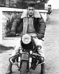 Vintage Motorcycles Man Crush Monday: How To Rock A Shearling Coat Like Alain Delon - Take coat-wearing cues from this sixties heartthrob this fall. Motos Bmw, Bmw Motorcycles, Vintage Motorcycles, Bmw Boxer, Bmw R 50, Bobber, Style Cafe Racer, Motos Retro, Moto Cafe