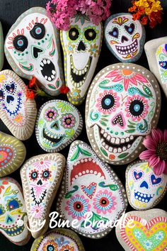"""Funny colorful Sugarsculls or skulls in the style of the Mexican """"Festival of the Dead"""" or """"Dia de los muertos"""" as a wonderful decoration for Halloween. Simply make painted stones yourself with acryli Pebble Painting, Dot Painting, Pebble Art, Stone Painting, Rock Painting Ideas Easy, Rock Painting Designs, Paint Designs, Stone Crafts, Rock Crafts"""