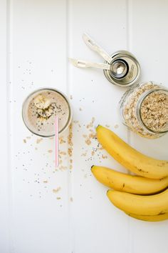 Banana Almond Chia Smoothie - I Will Not Eat Oysters Best Smoothie Recipes, Yummy Smoothies, Smoothie Drinks, Healthy Nutrition, Healthy Drinks, Healthy Snacks, Healthy Recipes, Healthy Fit, Chia Seed Smoothie