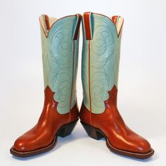 Lisa Sorrell, bespoke bootmaker. Her blog is a great example! Custom Cowboy Boots, Cowboy And Cowgirl, Western Boots, Cowboy Hats, Sorrel Boots, Buckaroo Boots, Fashion Boots, Men's Fashion, Only Shoes