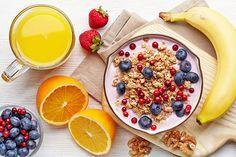Een goede dag begint met een heerlijk gezond ontbijt, bijvoorbeeld met yoghurt en havermout. Dokterdokter geeft tips voor de lekkerste ontbijt recepten!