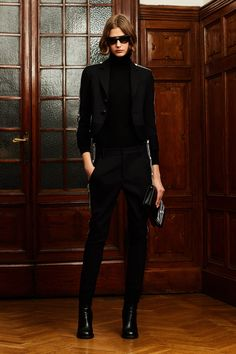 Pre-Fall 2020 Fashion Show - Vogue Source by fashion 2020 Fashion 2020, Fashion Show, Fashion Brands, Fashion Mode, Versace, Vogue Russia, Short, Dsquared2, Black Sweaters