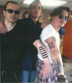 Johnny Depp, Damien Echols e il tatuatore Mark Mahoney Mark Mahoney, West Memphis Three, Johnny Depp Tattoos, John Depp, Jeremy Irons, Tim Burton, Good Looking Men, Beautiful Men, Beautiful People