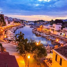 Ciutadella de Menorca is a port city on the west coast of Menorca / Minorca. Its known for its old quarter and medieval streets and pretty port which is lined with seafood restaurants and luxury boats. I waited for ages up here to catch the sunset. The sun didnt set till about 10pm! It was worth it though. Doesnt it look pretty? _______________________________________ Cuitadella Menorca. _______________________________________#cuitadella #menorca #minorca #balearicislands #igers_menorca…