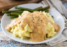 Heather McDougall - Forks Over Knives - Vegan mashed potatoes and gravy plus lots more recipes Plant Based Whole Foods, Plant Based Eating, Plant Based Diet, Plant Based Recipes, Whole Food Diet, Whole Food Recipes, Cooking Recipes, Low Fat Vegan Recipes, Free Recipes
