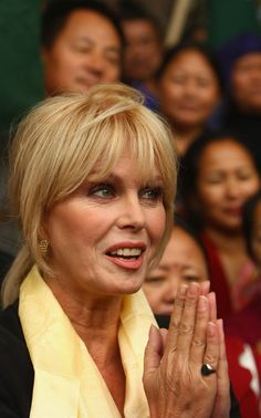 Joanna Lumley Shows Support For Gurkhas Challenging Jacqui Smith / Supporting the Gurkhas. Joanna Lumley, Beautiful People, Beautiful Women, 60 Fashion, Absolutely Fabulous, Young Models, Women In History, Celebs, Celebrities