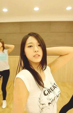 Seolhyun+AoA+Sexy+Dance+Practice+GIF+%283%29.gif (245×380)