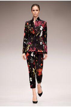 Escada Pre-Fall 2017 Fashion Show Collection Fashion 2017, Fashion Models, Fashion Brands, Womens Fashion, Floral Fashion, Bohemian Fashion, Fashion Show Collection, Fashion Boutique, Outfits