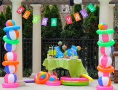 Poolside Party Decoration Ideas Lovely Beach Ball Party Decor – Call Us Suzy More Venez Profitez Beach Ball Birthday, Beach Ball Party, Pool Party Kids, Luau Party, Beach Party Decor, Teen Pool Parties, Summer Beach Party, 2nd Birthday, Birthday Ideas