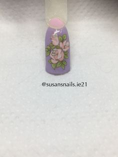 Nail art: light pink roses