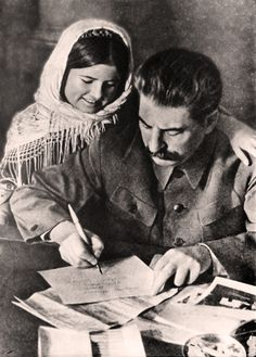 Stalin and Tajik girl Mamlakat Nahangova, the difference in the cotton harvest. Joseph Stalin, Socialism, Central Asia, Historical Photos, Drawings, Poster, Photography, Painting, Art