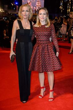 Gillian Anderson and her daughter Piper - Imgur