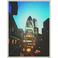 #London #night #view #theGherkin #unitedkingdom #building #architect #architecture #skyscraper #normanfoster #summer #june #倫敦 #夏天 #夏夜