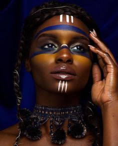 Tribal Makeup Dark Skin Woman of Color Editorial Pin: Amerisha Beauty African Tribal Makeup, Tribal Hair, African Beauty, African Fashion, Makeup Black, Dark Skin Makeup, African Face Paint, Makeup Art, Eye Makeup