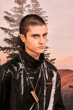 The complete Ambush Fall 2018 Ready-to-Wear fashion show now on Vogue Runway. Catwalk Fashion, Fashion Show, Mens Fashion, Latex Men, Autumn Fashion 2018, Mens Trends, Fall 2018, Fashion Pictures, Designer Wear