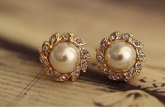 Gold GF Classic Wedding Pearl Stud Earrings with Swarovski Crystal Black Hills Gold Jewelry, Real Gold Jewelry, Gold Jewelry Simple, Pearl Jewelry, Jewelry Design Earrings, Gold Earrings Designs, Gold Jewellery Design, Diamond Jewellery, Jewelry Art