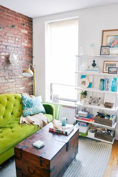 10 Small Living Room Design Ideas, Even If It's Rented